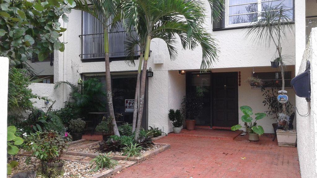 10636-SW-79th-Terrace-Miami-FL-33173